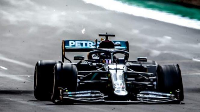 Pembalap Mercedez, Lewis Hamilton pecah di GP Inggris