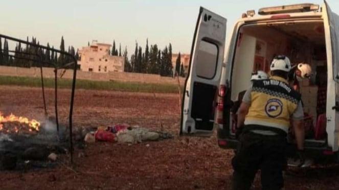 VIVA Militer: White Helmets mengevakuasi jenazah di Kamp IDP.