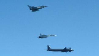 VIVA Militer: Jet Inggris, Eurofighter Typhoon, mengadang pesawat intai Rusia