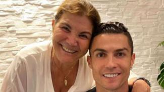 Cristiano Ronaldo bersama ibunya, Maria Dolores dos Santos Aveiro.