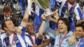 FC Porto juara Liga Champions 2003/04.