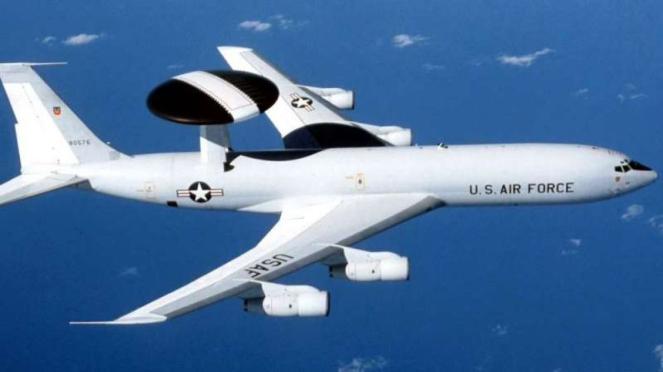 VIVA Militer: Pesawat intai Boeing E-3B Sentry Angkatan Udara Amerika Serikat
