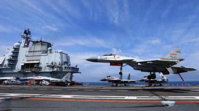 VIVA Militer: Jet tempur China lepas landas dari kapal induk Liaoning
