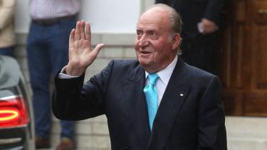 https://thumb.viva.co.id/media/frontend/thumbs3/2020/08/04/5f28c2989c8ef-diduga-terlibat-korupsi-proyek-di-arab-saudi-mantan-raja-spanyol-tinggalkan-negaranya_375_211.jpg