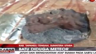 Batu Diduga Meteor Jatuh Hantam Rumah Warga Tapanuli