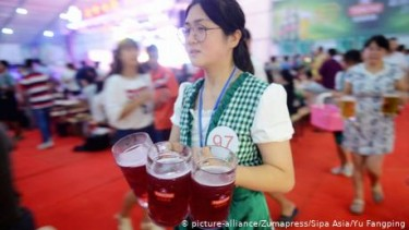 https://thumb.viva.co.id/media/frontend/thumbs3/2020/08/04/5f293b96b561b-di-jerman-batal-karena-corona-cina-gelar-oktoberfest-di-tsingtao_375_211.jpg