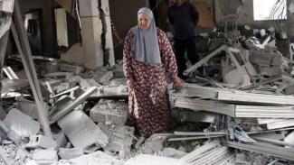 VIVA Militer: Wanita Palestina menangis usai rumahnya dihancurkan tentara Israel