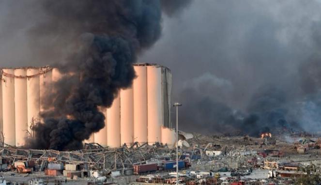 https://thumb.viva.co.id/media/frontend/thumbs3/2020/08/05/5f29e39b5a636-ledakan-hebat-guncang-ibu-kota-lebanon-setidaknya-10-orang-tewas-saksi-mata-ledakannya-begitu-besar-saya-kira-akan-mati_663_382.jpg