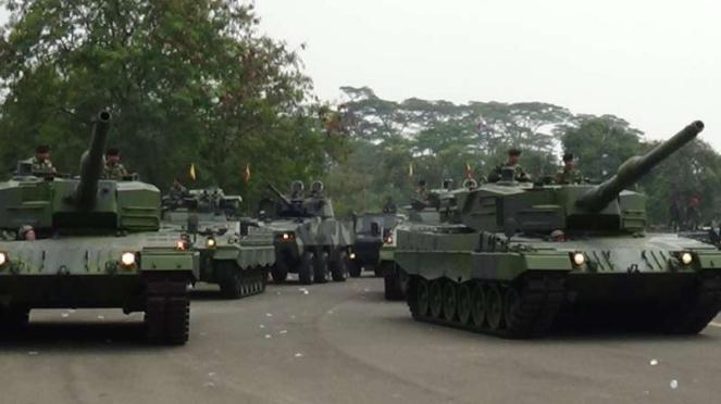VIVA Militer: Parade tank tempur utama Leopard 2 TNI Angkatan Darat