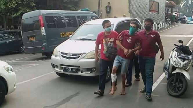 Polisi akhirnya berhasil meringkus tersangka pembunuh seorang wanita muda yang jasadnya ditemukan di satu kamar apartemen Margonda Residence, Depok, Jawa Barat.