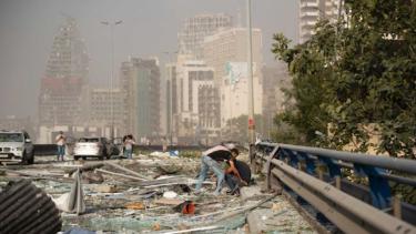 https://thumb.viva.co.id/media/frontend/thumbs3/2020/08/05/5f2ac193e29e0-satu-wni-pekerja-di-spa-diantara-empat-ribu-orang-terluka-dalam-ledakan-di-lebanon_375_211.jpg