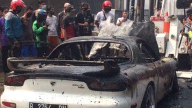 Mobil mewah terbakar di Jaksel