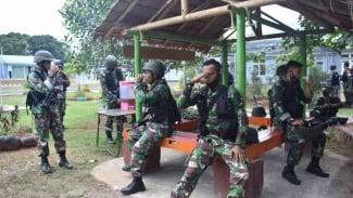 VIVA Militer: Prajurit Paskhas 472 Makassar Minum Jamu Empon-empon