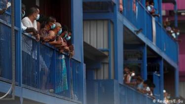 https://thumb.viva.co.id/media/frontend/thumbs3/2020/08/06/5f2bd2bf17bb7-singapura-awasi-fenomena-bunuh-diri-di-kalangan-buruh-migran_375_211.jpg