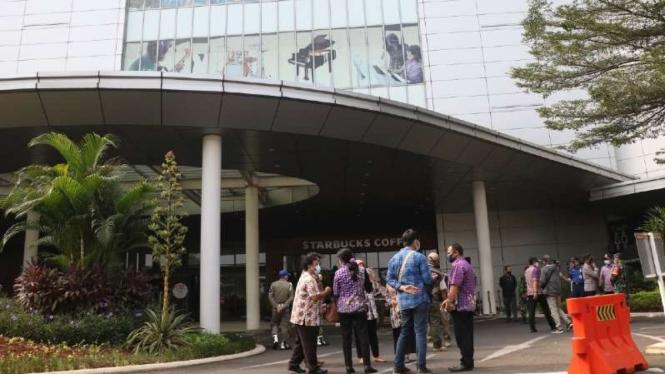 280 Karyawan AEON Mall Tangerang Jalani Rapid Test, Apa Hasilnya?