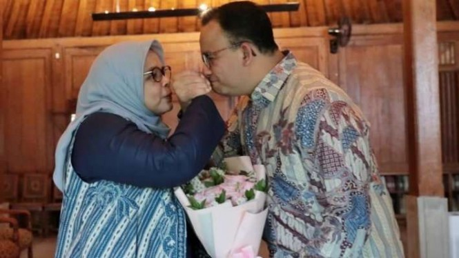 Anies Baswedan bersama sang istri, Fery Farhati.