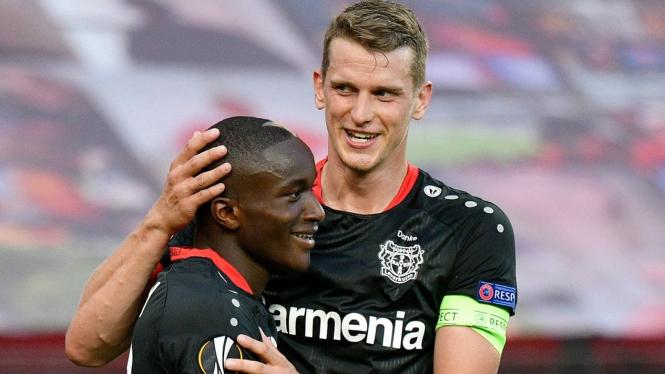 Bayer Leverkusen merayakan gol