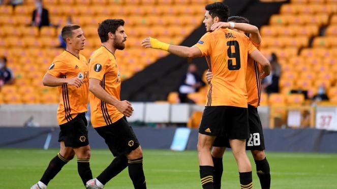 Pemain Wolverhampton merayakan gol