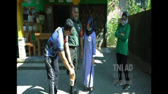 Tangkapan layar saat KSAD mengunjungi Serda Mugiyanto