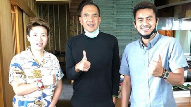VIVA Bulutangkis: Liliyana Natsir, Gita Wirjawan dan Tontowi Ahmad.