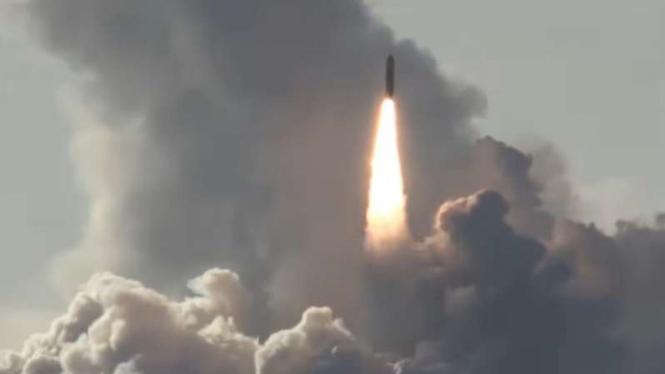 VIVA Militer: Senjata nuklir diluncurkan.