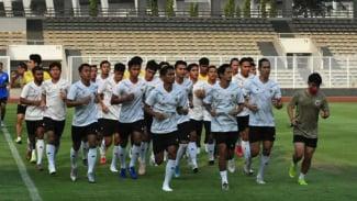 Timnas Indonesia melakukan latihan di Stadion Madya