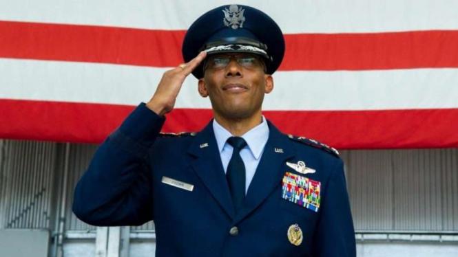 VIVA Militer: Komandan Angkatan Udara AS, Jenderal Charles Quinton Brown Jr.