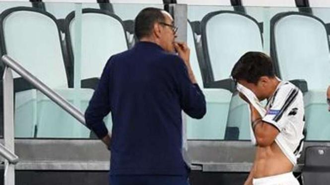 Pemain Juventus, Paulo Dybala menangis di pertandingan Liga Champions