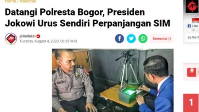 Tangkapan layar (screenshot) sebuah artikel media daring yang memperlihatkan Presiden Joko Widodo mengurus perpanjangan SIM.
