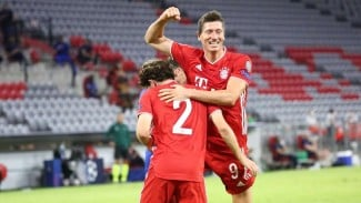 Robert Lewandowski berselebrasi usai cetak gol