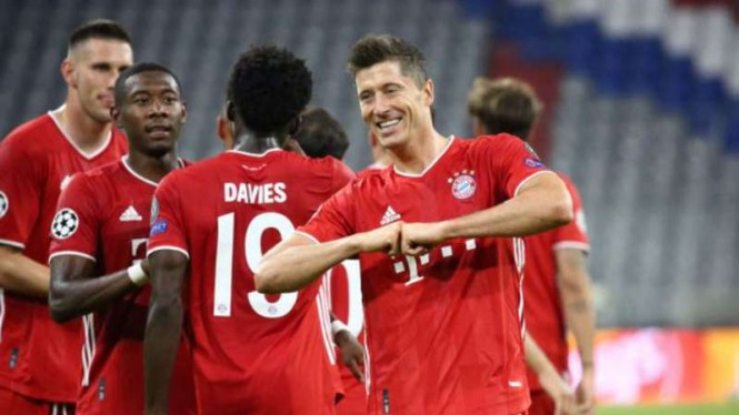 Pemain Bayern Munich rayakan gol.