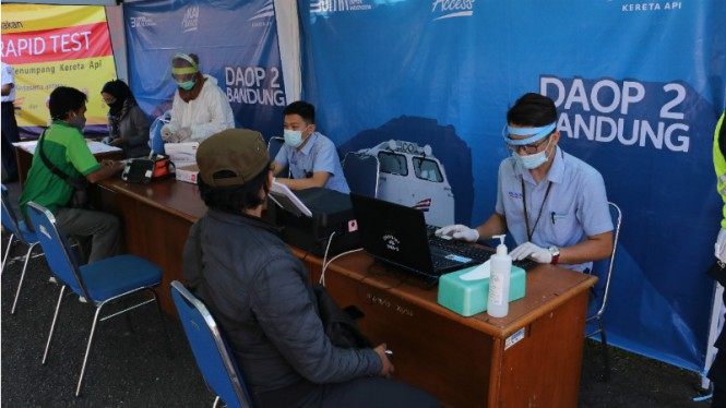 Rapid test dilakukan di stasiun Bandung, Jawa Barat