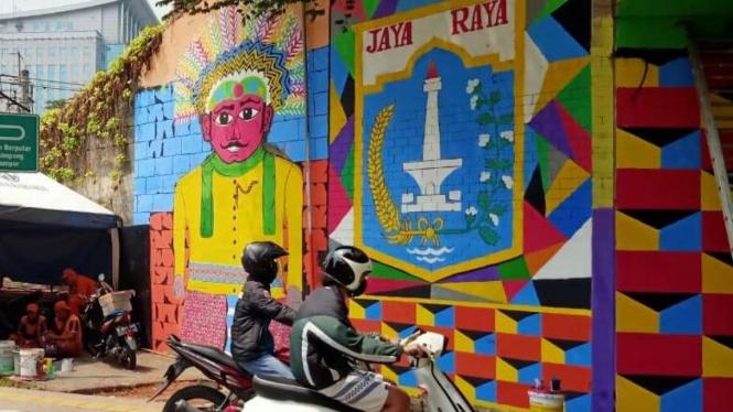 Mural di Terowongan Stasiun Cawang