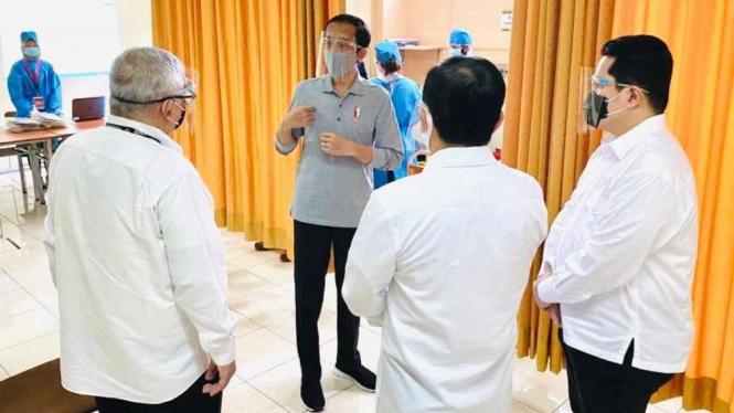 Presiden Jokowi menyaksikan penyuntikan vaksin di Fakultas Kedokteran Unpad