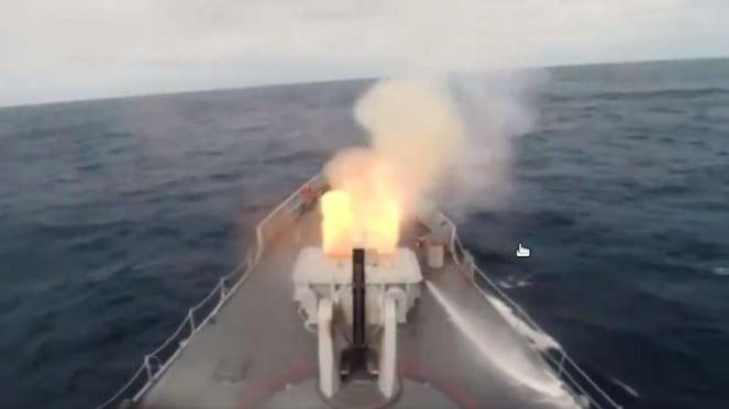 VIVA Militer : Kapal Perang Turki menembakkan rudal ke arah Laut Mediterania