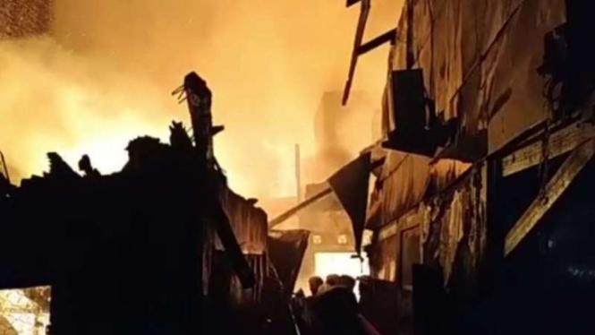 Kebakaran di Tambora.