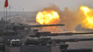 VIVA Militer: Pasukan Angkatan Darat China bombardir Gurun Gobi.
