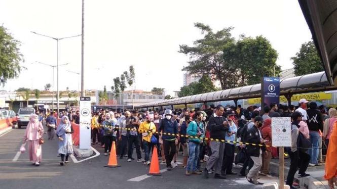 Stasiun Tanah Abang sempat chaos kini dijaga polisi dan TNI