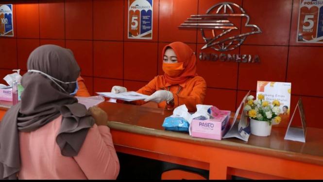 Kegiatan operasional PT Pos Indonesia (Persero) di masa pandemi.