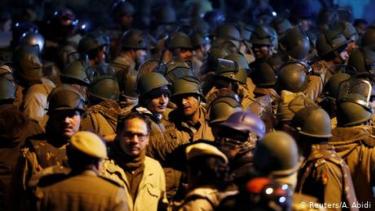 https://thumb.viva.co.id/media/frontend/thumbs3/2020/08/13/5f34c4faa641d-tiga-tewas-akibat-kerusuhan-di-bangalore-india-seputar-penghinaan-nabi-muhammad_375_211.jpg