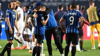 Kesedihan pemain Atalanta usai disingkirkan PSG di Liga Champions.