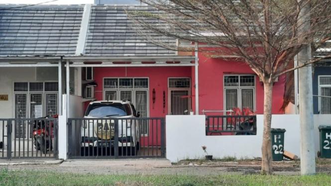 Rumah seorang dokter yang diamankan Densus 88 di Kota Bekasi