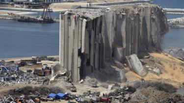 https://thumb.viva.co.id/media/frontend/thumbs3/2020/08/13/5f3523df11372-ledakan-beirut-negara-negara-yang-menimbun-bahan-peledak-berbahaya_375_211.jpg