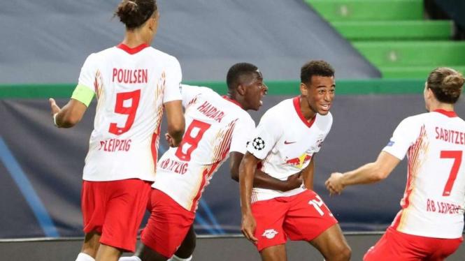 Pemain RB Leipzig merayakan gol