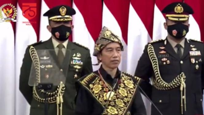 Presiden Jokowi menyampaikan pidato kenegaraan HUT ke-75 RI di DPR/MPR