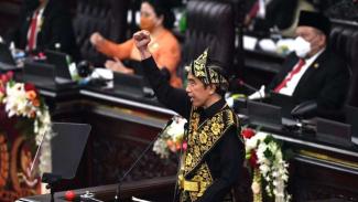 Presiden Jokowi memberikan pidato dalam rangka penyampaian laporan kinerja lembaga-lembaga negara dan pidato dalam rangka HUT ke-75 Kemerdekaan RI pada sidang tahunan MPR dan Sidang Bersama DPR-DPD di Komplek Parlemen, Senayan, Jakarta, Jumat (14/8/2020)