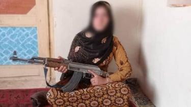 https://thumb.viva.co.id/media/frontend/thumbs3/2020/08/14/5f3628fee6f92-cerita-gadis-afghanistan-yang-angkat-senapan-ak-47-demi-membela-keluarganya_375_211.jpg