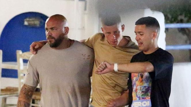 Gelandang Chelsea, Ross Barkley, mabuk