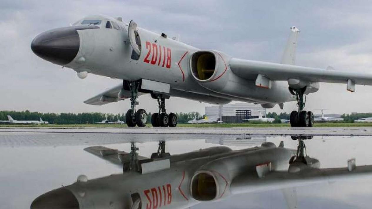 VIVA Militer : Pesawat Bomber China Xian H-6J