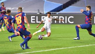 Philippe Coutinho bobol gawang Barcelona di perempatfinl Liga Champions